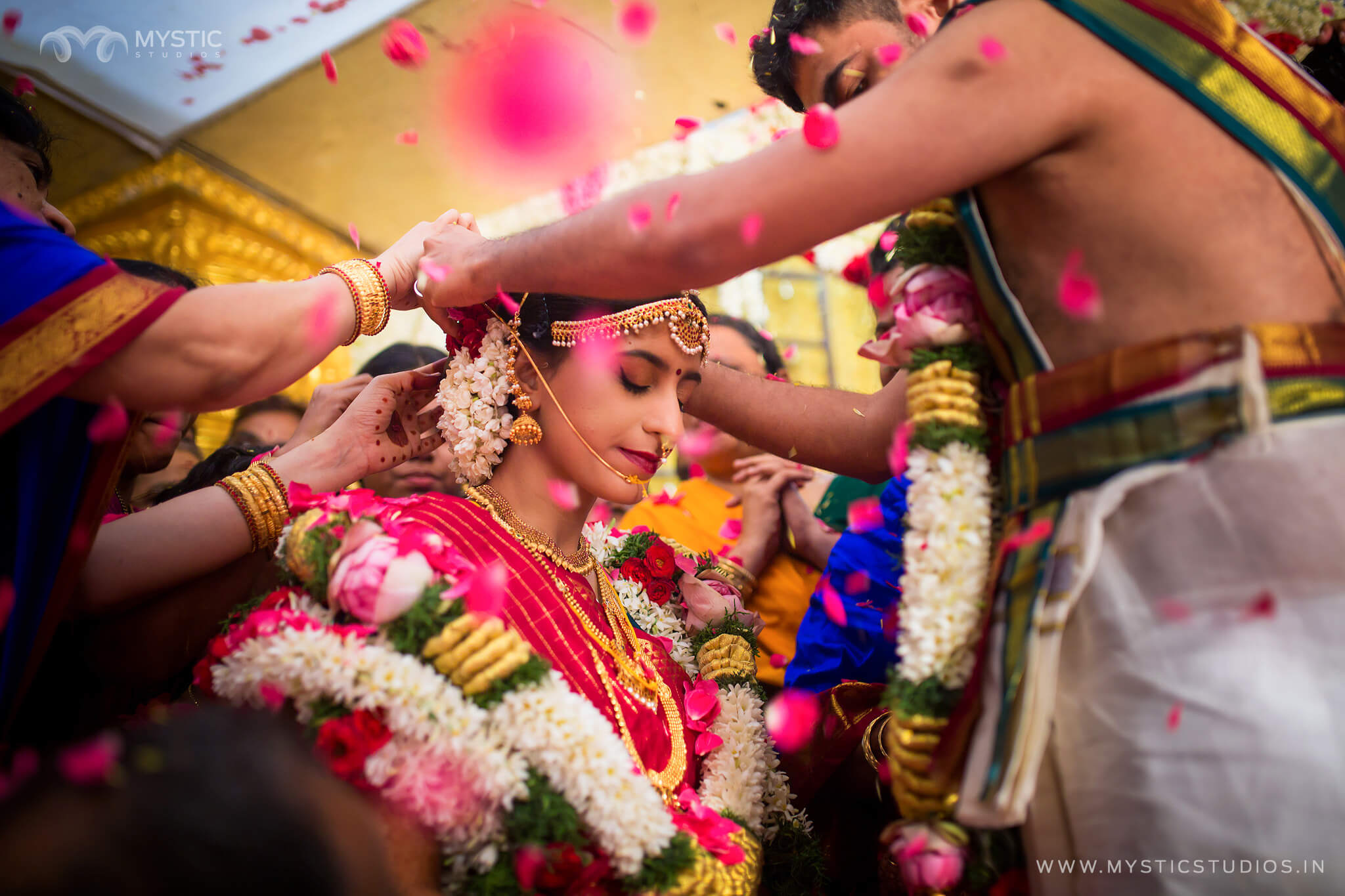 Tamil Brahmin Weddings are a treat to watch with an amalgamation of Vedic and Loukik rituals.